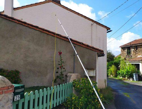 Nid de Frelons dans une cheminée : 44330 LE PALLET